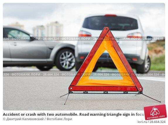 Купить «Accident or crash with two automobile. Road warning triangle sign in focus», фото № 28664324, снято 22 сентября 2013 г. (c) Дмитрий Калиновский / Фотобанк Лори
