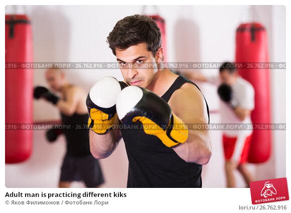 Adult man is practicing different kiks, фото № 26762916, снято 5 мая 2017 г. (c) Яков Филимонов / Фотобанк Лори
