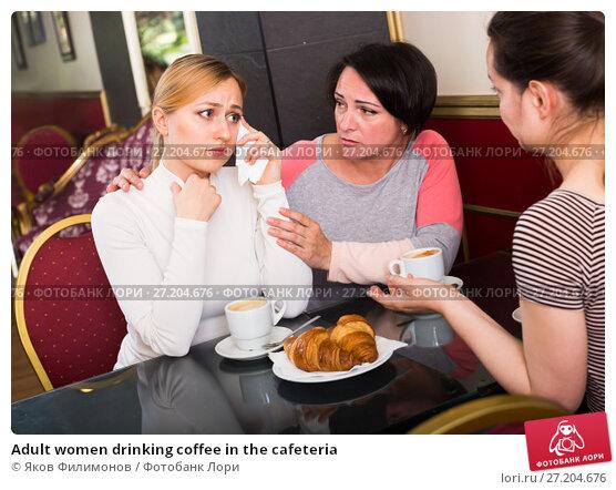 Купить «Adult women drinking coffee in the cafeteria», фото № 27204676, снято 19 ноября 2017 г. (c) Яков Филимонов / Фотобанк Лори
