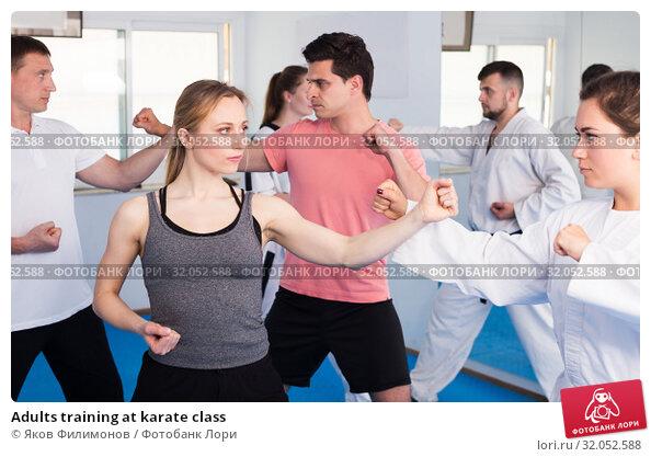 Adults training at karate class. Стоковое фото, фотограф Яков Филимонов / Фотобанк Лори