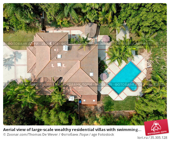 Aerial view of large-scale wealthy residential villas with swimming... Стоковое фото, фотограф Zoonar.com/Thomas De Wever / age Fotostock / Фотобанк Лори