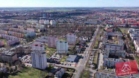 Купить «Aerial view of modern residential areas of Polish city of Leszno in sunny spring day», видеоролик № 33570908, снято 14 марта 2020 г. (c) Яков Филимонов / Фотобанк Лори