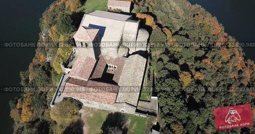 Купить «Aerial view of Sant Pere de Casserres - Benedictine monastery in Spain», видеоролик № 32890948, снято 17 ноября 2018 г. (c) Яков Филимонов / Фотобанк Лори