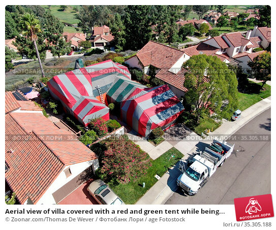 Aerial view of villa covered with a red and green tent while being... Стоковое фото, фотограф Zoonar.com/Thomas De Wever / age Fotostock / Фотобанк Лори