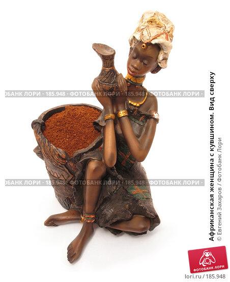 Африканская женщина с кувшином. Вид сверху, эксклюзивное фото № 185948, снято 25 января 2008 г. (c) Евгений Захаров / Фотобанк Лори