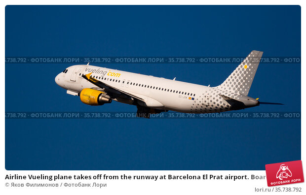 Airline Vueling plane takes off from the runway at Barcelona El Prat airport. Board number EC-JGM (2020 год). Редакционное фото, фотограф Яков Филимонов / Фотобанк Лори