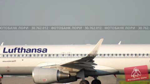 Купить «Airplane taxiing before departure», видеоролик № 30762012, снято 22 июля 2017 г. (c) Игорь Жоров / Фотобанк Лори