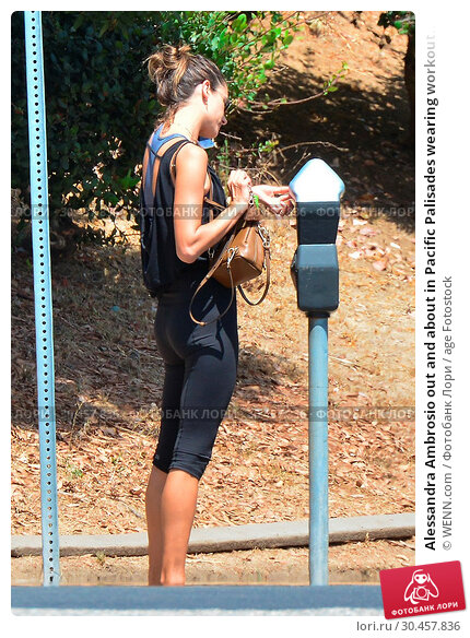 Alessandra Ambrosio out and about in Pacific Palisades wearing workout... (2017 год). Редакционное фото, фотограф WENN.com / age Fotostock / Фотобанк Лори