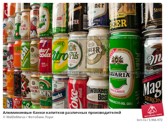Купить «Алюминиевые банки напитков различных производителей», фото № 3966972, снято 27 октября 2012 г. (c) WalDeMarus / Фотобанк Лори