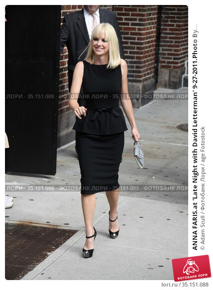 ANNA FARIS.at 'Late Night with David Letterman' 9-27-2011.Photo By... Редакционное фото, фотограф Adam Scull / age Fotostock / Фотобанк Лори