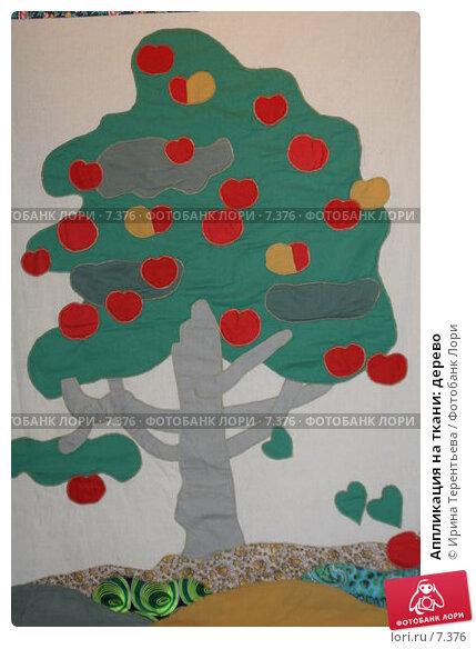 Аппликация на ткани: дерево, эксклюзивное фото № 7376, снято 2 июня 2006 г. (c) Ирина Терентьева / Фотобанк Лори