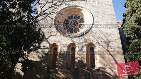 Купить «Architecture of inner court and church of Monastery of Santa Maria de Santes Creus, Catalonia, Spain», видеоролик № 30386096, снято 11 февраля 2019 г. (c) Яков Филимонов / Фотобанк Лори