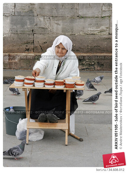 ARKIV 051105 - Sale of bird seed outside the entrance to a mosque... (2005 год). Редакционное фото, фотограф Andre Maslennikov / age Fotostock / Фотобанк Лори