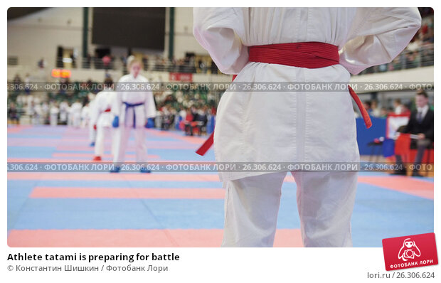 Купить «Athlete tatami is preparing for battle», фото № 26306624, снято 13 июля 2020 г. (c) Константин Шишкин / Фотобанк Лори