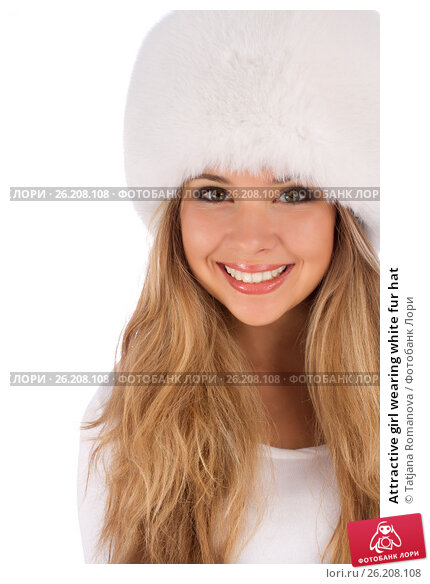 Attractive girl wearing white fur hat, фото № 26208108, снято 20 июля 2012 г. (c) Tatjana Romanova / Фотобанк Лори
