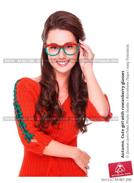 Autumn. Cute girl with rowanberry glasses. Стоковое фото, фотограф Zoonar.com/Yeko Photo Studio / easy Fotostock / Фотобанк Лори