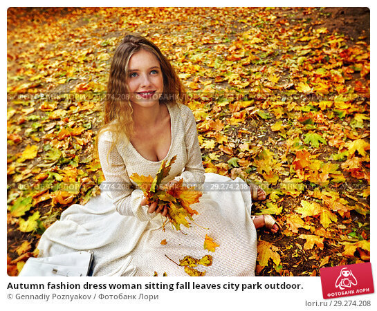 Купить «Autumn fashion dress woman sitting fall leaves city park outdoor.», фото № 29274208, снято 14 октября 2018 г. (c) Gennadiy Poznyakov / Фотобанк Лори