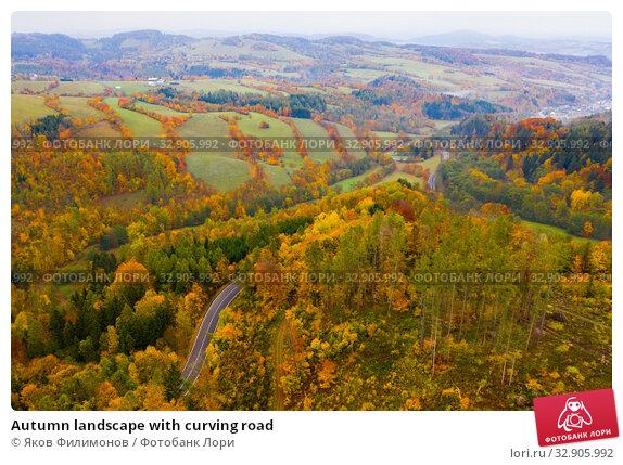 Autumn landscape with curving road. Стоковое фото, фотограф Яков Филимонов / Фотобанк Лори