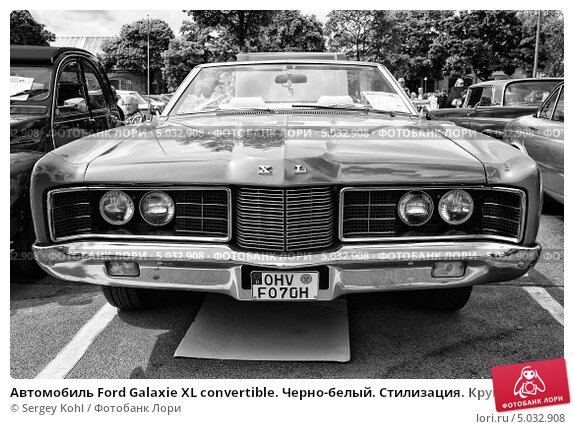 Купить «Автомобиль Ford Galaxie XL convertible. Черно-белый. Стилизация. Крупное зерно», фото № 5032908, снято 11 мая 2013 г. (c) Sergey Kohl / Фотобанк Лори