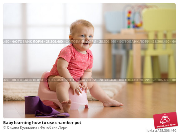 Купить «Baby learning how to use chamber pot», фото № 28306460, снято 11 декабря 2018 г. (c) Оксана Кузьмина / Фотобанк Лори