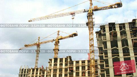 Купить «Башенный кран на строительной площадке, таймлапс», видеоролик № 3529028, снято 21 октября 2008 г. (c) Losevsky Pavel / Фотобанк Лори