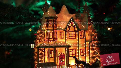 Купить «Beautiful christmas tree with decorative chritmas toys», видеоролик № 29920040, снято 11 февраля 2019 г. (c) Владимир Журавлев / Фотобанк Лори