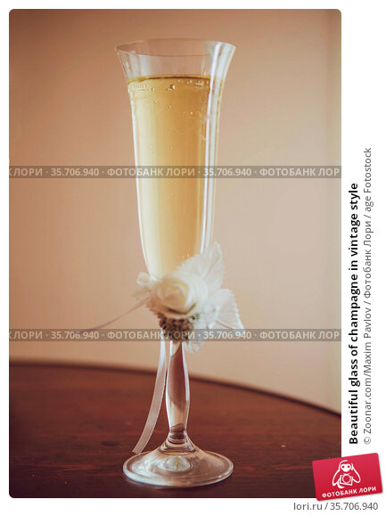 Beautiful glass of champagne in vintage style. Стоковое фото, фотограф Zoonar.com/Maxim Pavlov / age Fotostock / Фотобанк Лори
