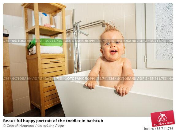 Beautiful happy portrait of the toddler in bathtub. Стоковое фото, фотограф Сергей Новиков / Фотобанк Лори