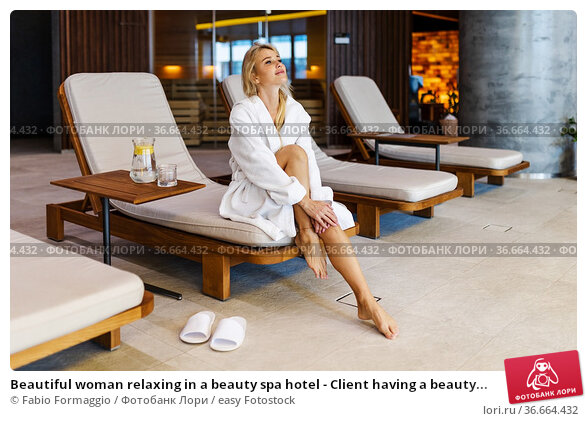Beautiful woman relaxing in a beauty spa hotel - Client having a beauty... Стоковое фото, фотограф Fabio Formaggio / easy Fotostock / Фотобанк Лори