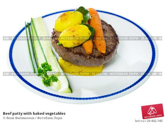Купить «Beef patty with baked vegetables», фото № 29442140, снято 19 апреля 2019 г. (c) Яков Филимонов / Фотобанк Лори