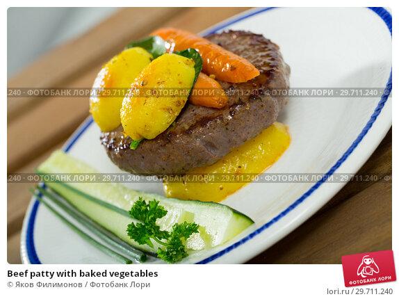 Купить «Beef patty with baked vegetables», фото № 29711240, снято 23 апреля 2019 г. (c) Яков Филимонов / Фотобанк Лори