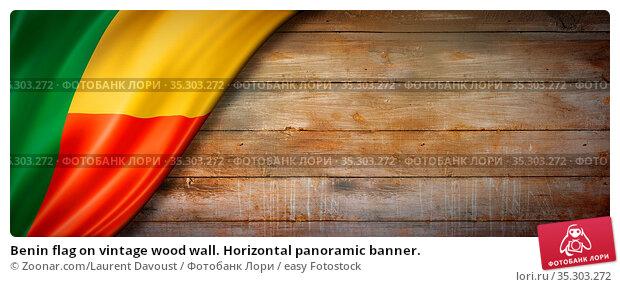 Benin flag on vintage wood wall. Horizontal panoramic banner. Стоковое фото, фотограф Zoonar.com/Laurent Davoust / easy Fotostock / Фотобанк Лори
