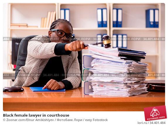 Black female lawyer in courthouse. Стоковое фото, фотограф Zoonar.com/Elnur Amikishiyev / easy Fotostock / Фотобанк Лори