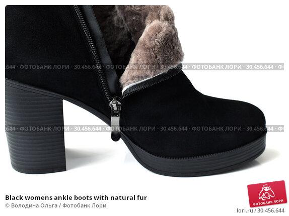 Black womens ankle boots with natural fur. Стоковое фото, фотограф Володина Ольга / Фотобанк Лори