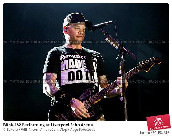 Blink 182 Performing at Liverpool Echo Arena (2017 год). Редакционное фото, фотограф Sakura / WENN.com / age Fotostock / Фотобанк Лори