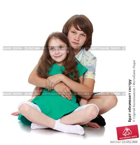 Брат Трахнул Юную Сестру И Её Красивую Подружку