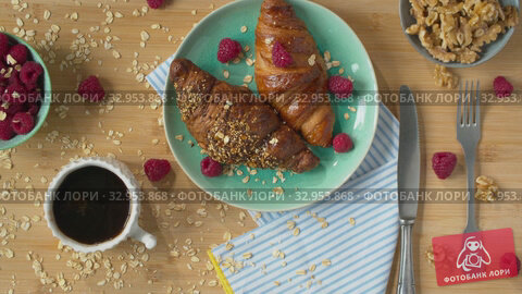 Breakfast with crusty croissants and coffee. Стоковое видео, видеограф Данил Руденко / Фотобанк Лори