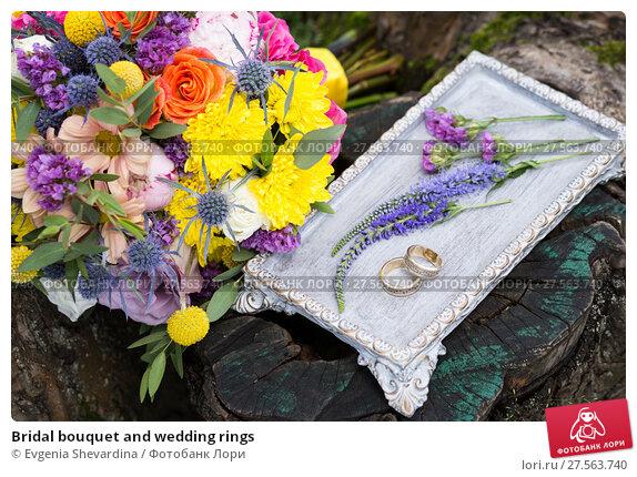 Купить «Bridal bouquet and wedding rings», фото № 27563740, снято 16 июля 2017 г. (c) Evgenia Shevardina / Фотобанк Лори