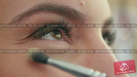 Купить «Bright eye make-up for a date», видеоролик № 32161632, снято 14 апреля 2017 г. (c) Vasily Alexandrovich Gronskiy / Фотобанк Лори