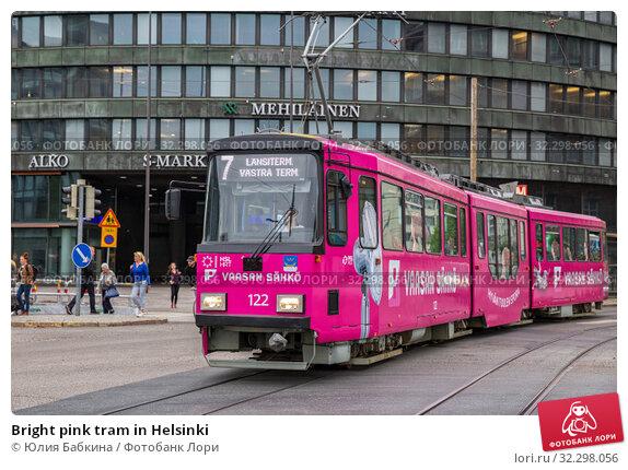 Купить «Bright pink tram in Helsinki», фото № 32298056, снято 23 мая 2019 г. (c) Юлия Бабкина / Фотобанк Лори