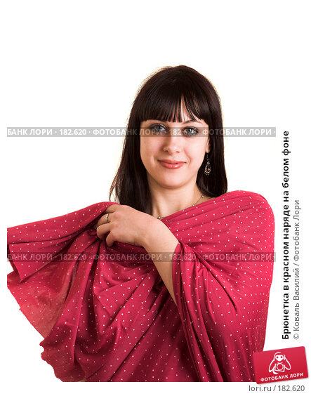 Брюнетка в красном наряде на белом фоне, фото № 182620, снято 9 января 2007 г. (c) Коваль Василий / Фотобанк Лори