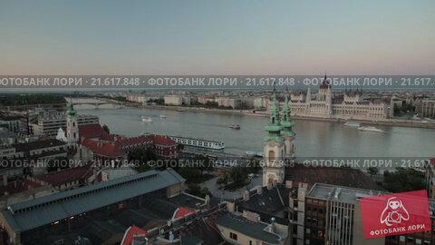 Купить «Будапешт, исторический центр города. Вид с дрона», видеоролик № 21617848, снято 22 апреля 2019 г. (c) kinocopter / Фотобанк Лори