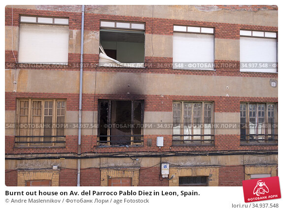 Burnt out house on Av. del Parroco Pablo Diez in Leon, Spain. Стоковое фото, фотограф Andre Maslennikov / age Fotostock / Фотобанк Лори