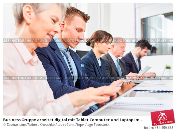 Business Gruppe arbeitet digital mit Tablet Computer und Laptop im... Стоковое фото, фотограф Zoonar.com/Robert Kneschke / age Fotostock / Фотобанк Лори