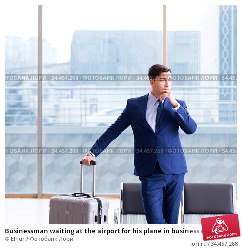 Businessman waiting at the airport for his plane in business cla. Стоковое фото, фотограф Elnur / Фотобанк Лори