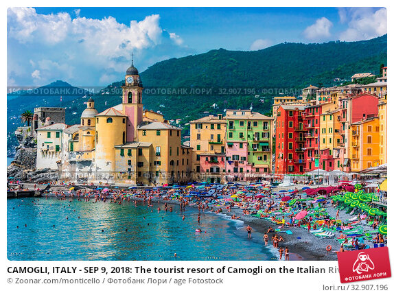 CAMOGLI, ITALY - SEP 9, 2018: The tourist resort of Camogli on the Italian Riviera in the Metropolitan City of Genoa, Liguria, Italy. Стоковое фото, фотограф Zoonar.com/monticello / age Fotostock / Фотобанк Лори