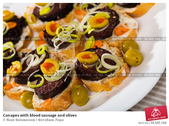 Canapes with blood sausage and olives. Стоковое фото, фотограф Яков Филимонов / Фотобанк Лори