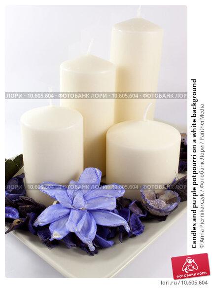 Candles and purple potpourri on a white background . Стоковое фото, фотограф Anna Piernikarczyk / PantherMedia / Фотобанк Лори