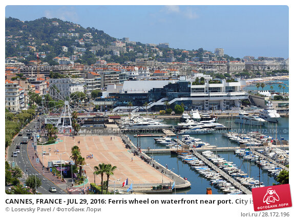 Купить «CANNES, FRANCE - JUL 29, 2016: Ferris wheel on waterfront near port. City is one of most popular and famous resorts of Cote d azur», фото № 28172196, снято 29 июля 2016 г. (c) Losevsky Pavel / Фотобанк Лори