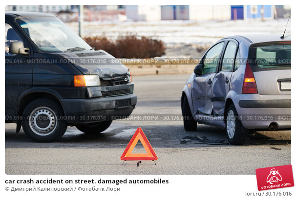 Купить «car crash accident on street. damaged automobiles», фото № 30176016, снято 15 марта 2018 г. (c) Дмитрий Калиновский / Фотобанк Лори
